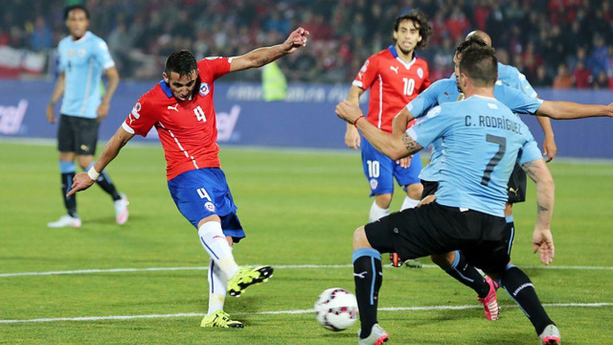 Se cumple un año del Chile-Uruguay que estuvo marcado por acción de Jara y el gol de Isla