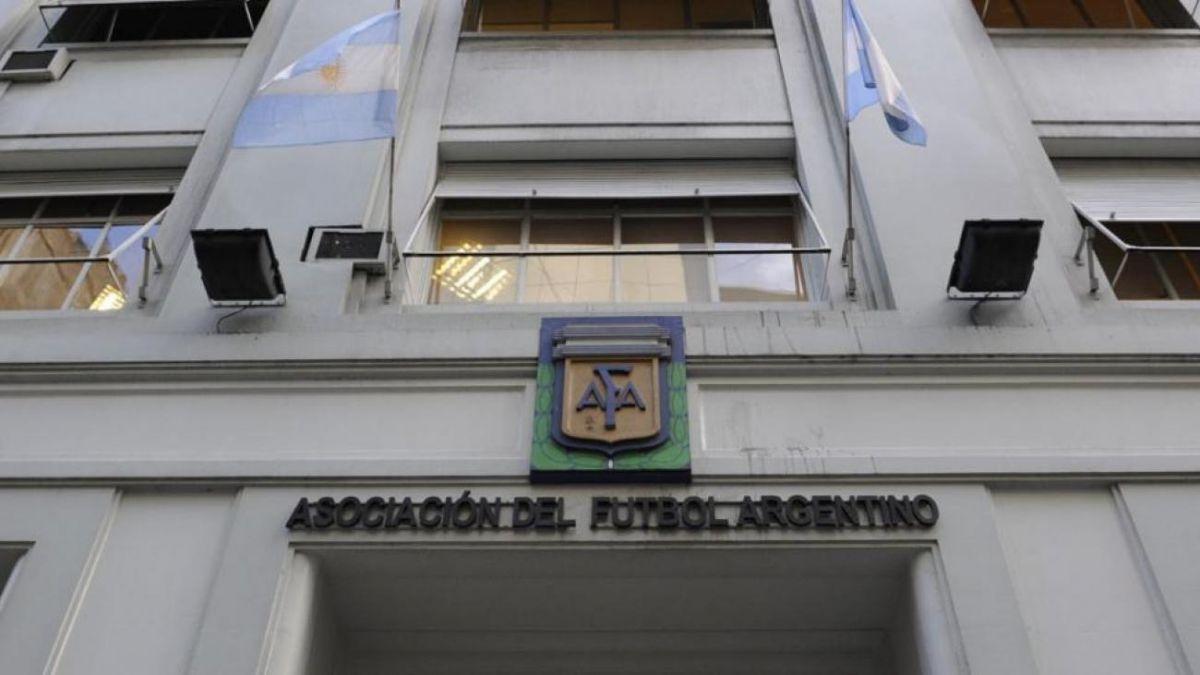 FIFA designa comité de regularización ante crisis que afecta a la Asociación del Fútbol Argentino