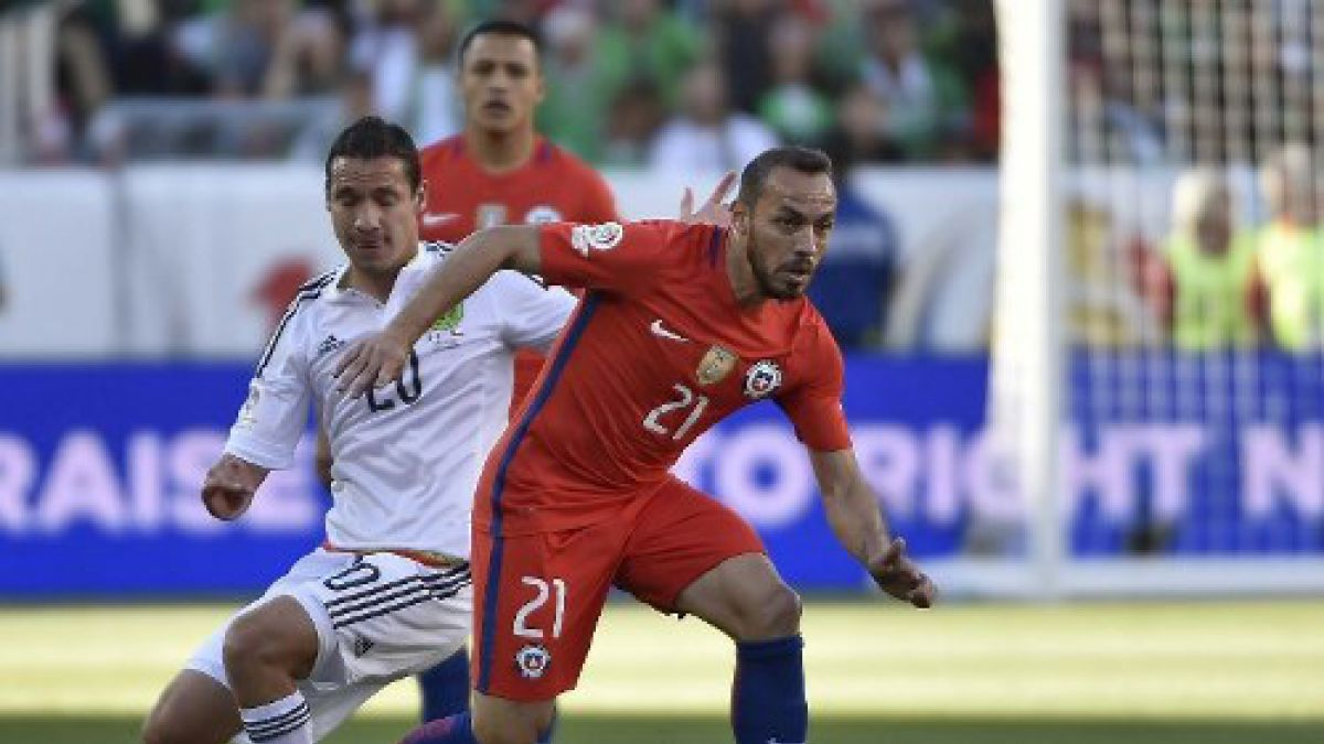 El festejo de Marcelo Díaz luego de la obtención de la copa