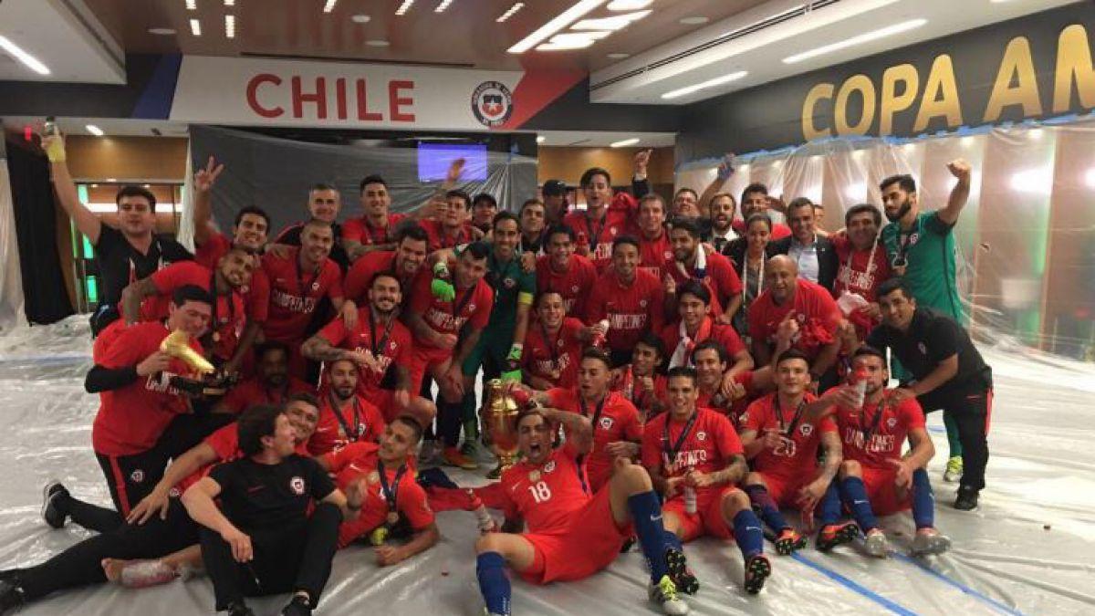 Así festejaron en redes sociales los jugadores de la Roja el título de la Copa Centenario