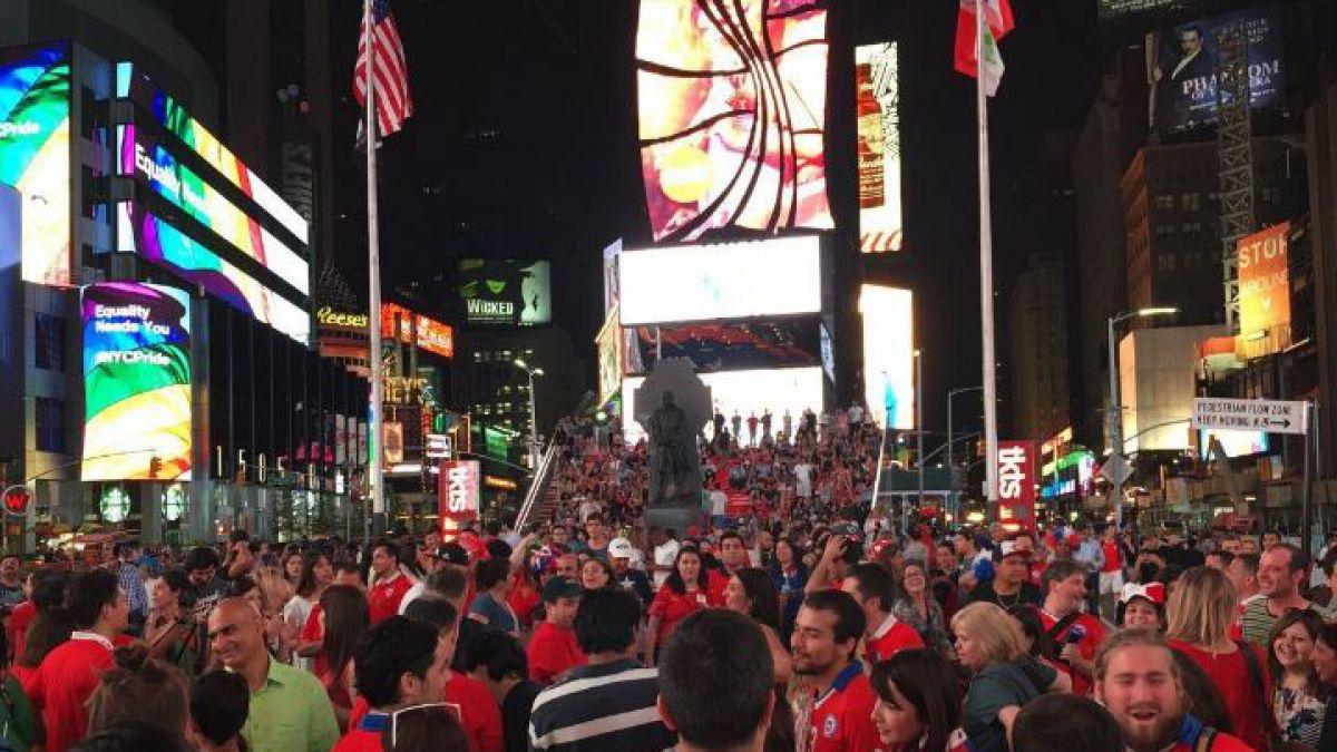 Los chilenos se tomaron el Times Square tras el título de la Copa Centenario