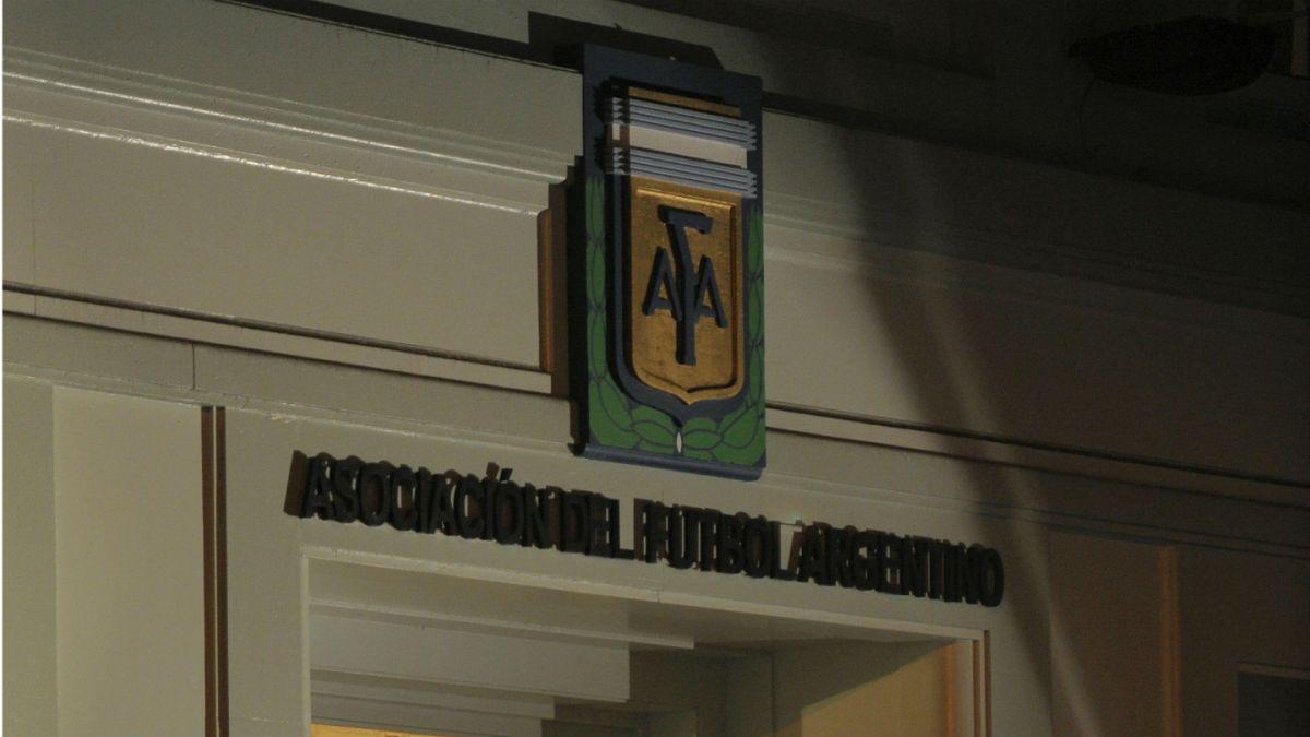 Amenaza de bomba obliga a evacuar sede de la Asociación de Fútbol Argentino