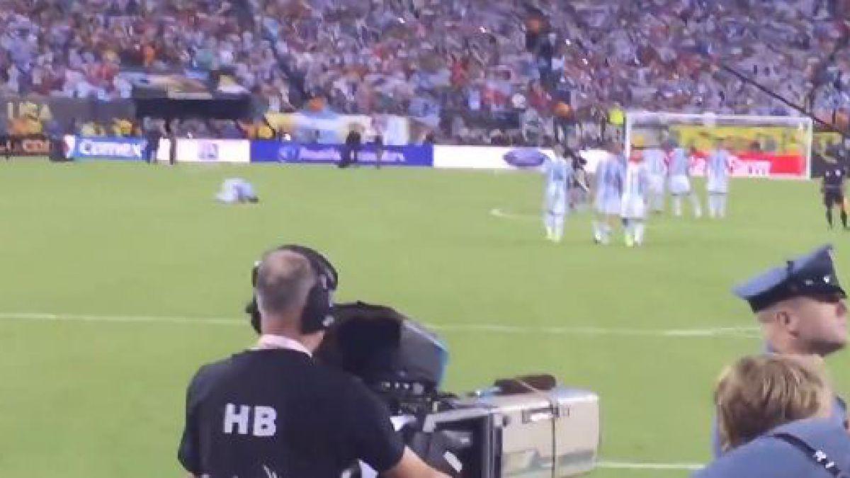 [VIDEO] El dramático registro de Lionel Messi destrozado durante la tanda de penales ante Chile