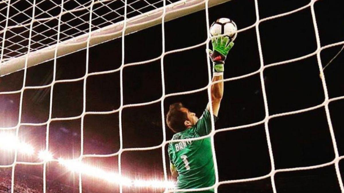 Hincha se tatúa colosal atajada de Claudio Bravo en final de Copa América Centenario