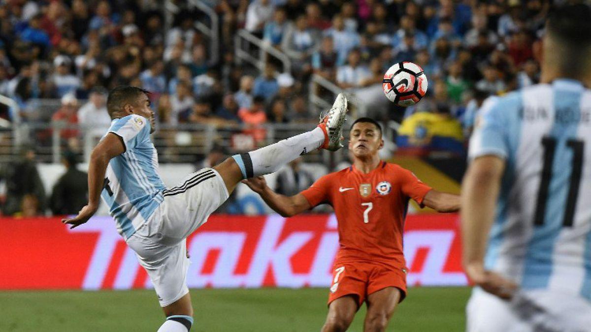 Alexis no fue el primero: Lateral argentino dejó huella en delantero francés en 2015