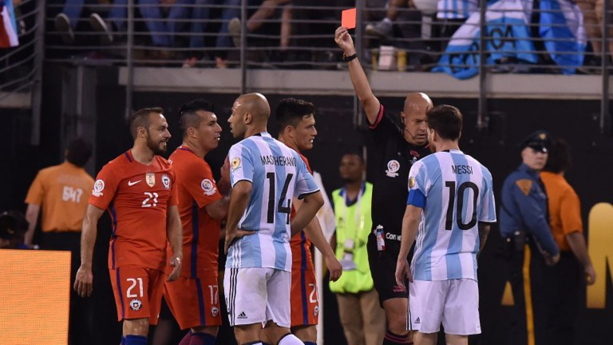 La sanción que recibirá Marcelo Díaz por su expulsión en final de Copa Centenario