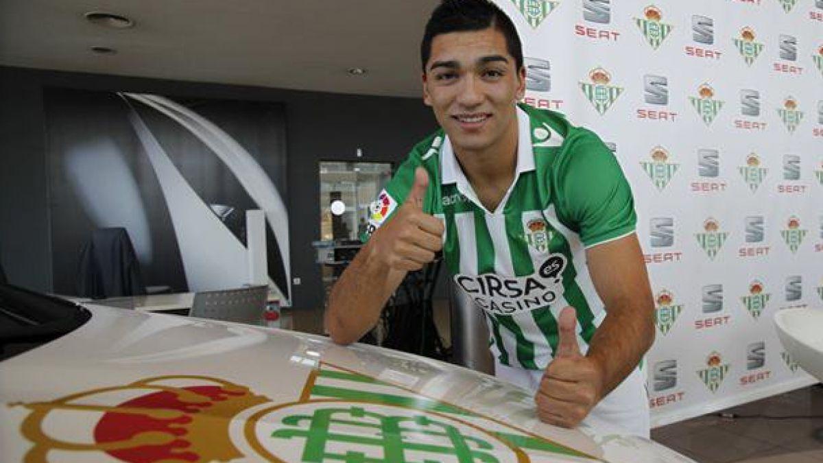Lorenzo Reyes se desvincula del Betis de España  y se acerca a la U