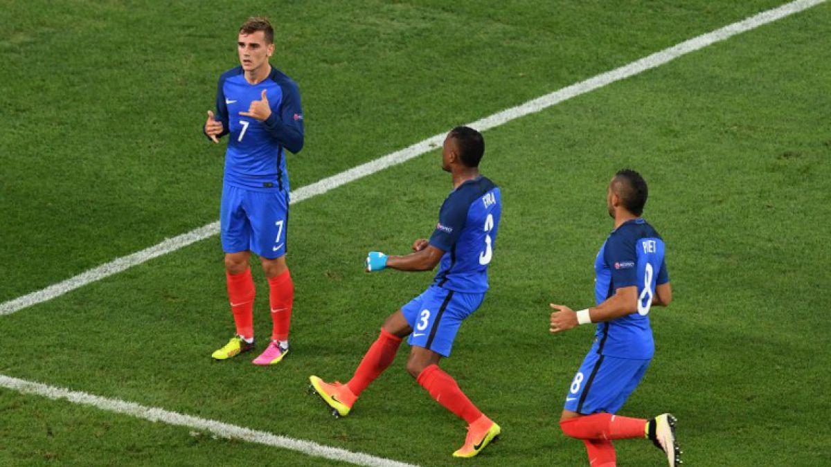 [VIDEO] Griezmann abre la cuenta de penal para Francia tras una increíble mano de Schweinsteiger