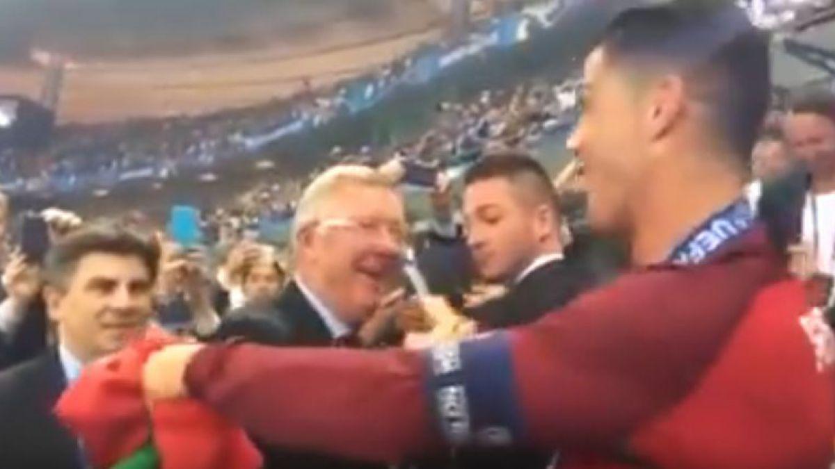 [VIDEO] El simbólico saludo de Sir Alex Ferguson a Cristiano Ronaldo tras ganar la Eurocopa