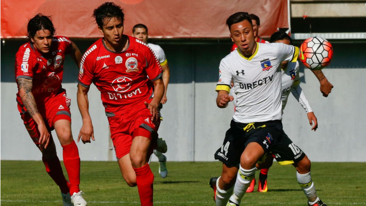 Colo Colo se enfrenta a Ñublense buscando un cupo en octavos de Copa Chile