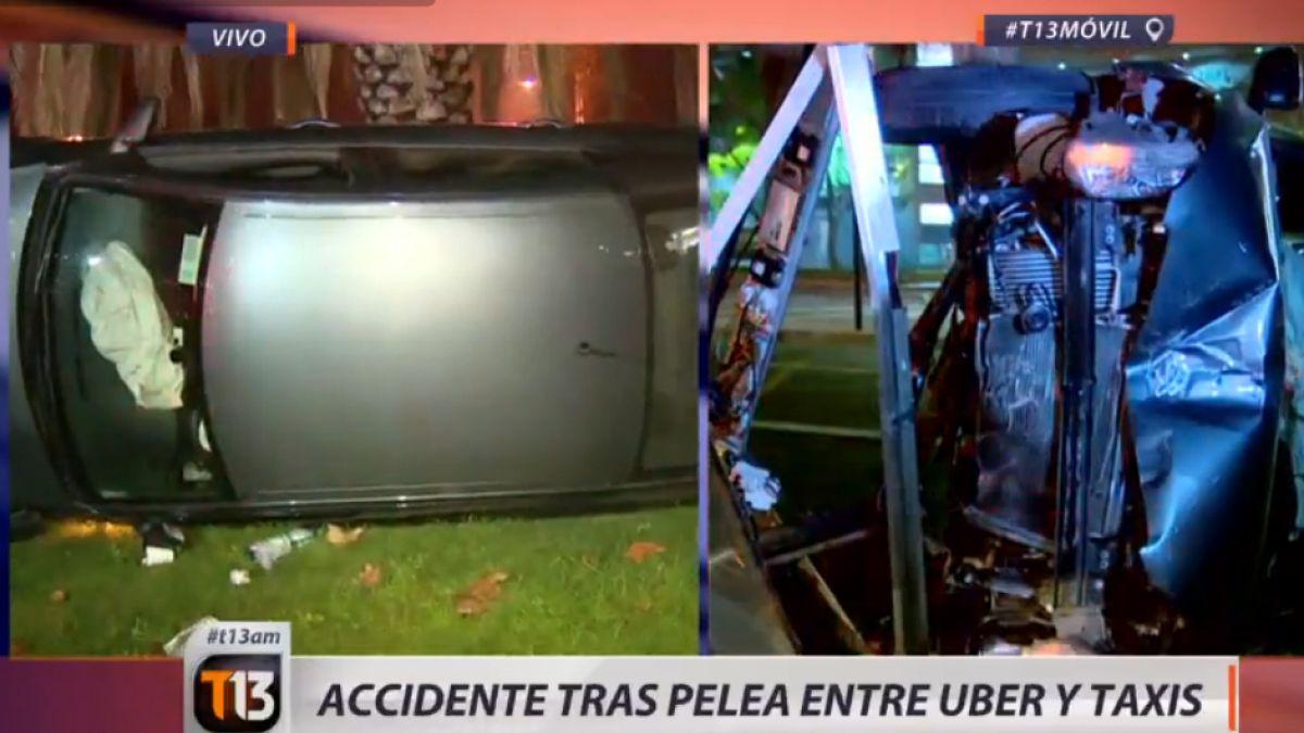 Con un auto volcado termina pelea entre taxistas y Uber