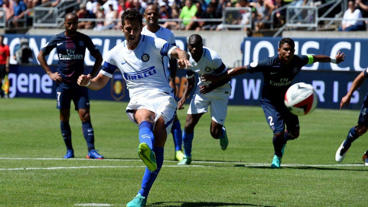 Inter sin Gary Medel cae en partido amistoso ante el París Saint-Germain