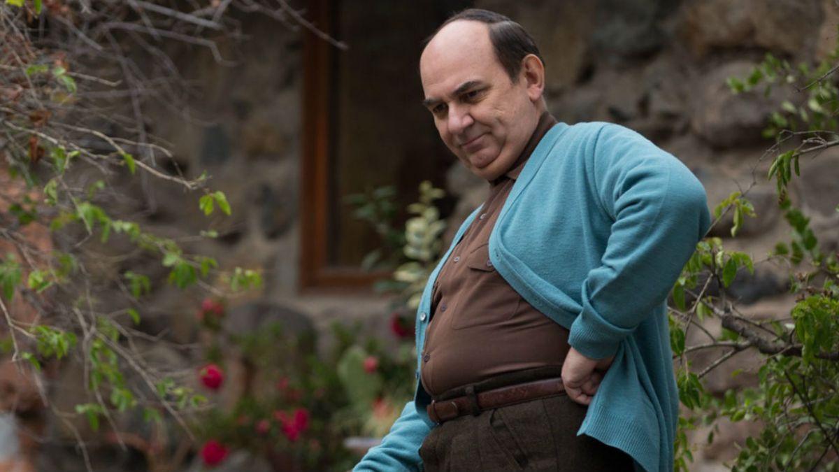 Luis Gnecco como Pablo Neruda