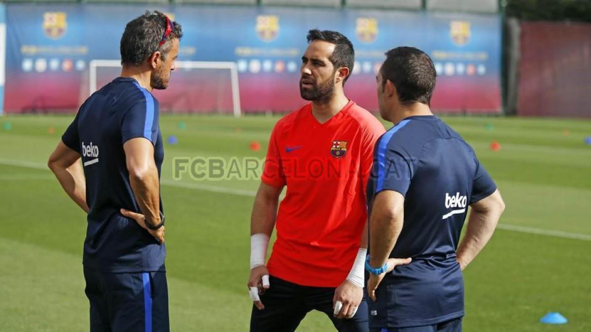 Claudio Bravo se unió este lunes a los entrenamientos del Barcelona