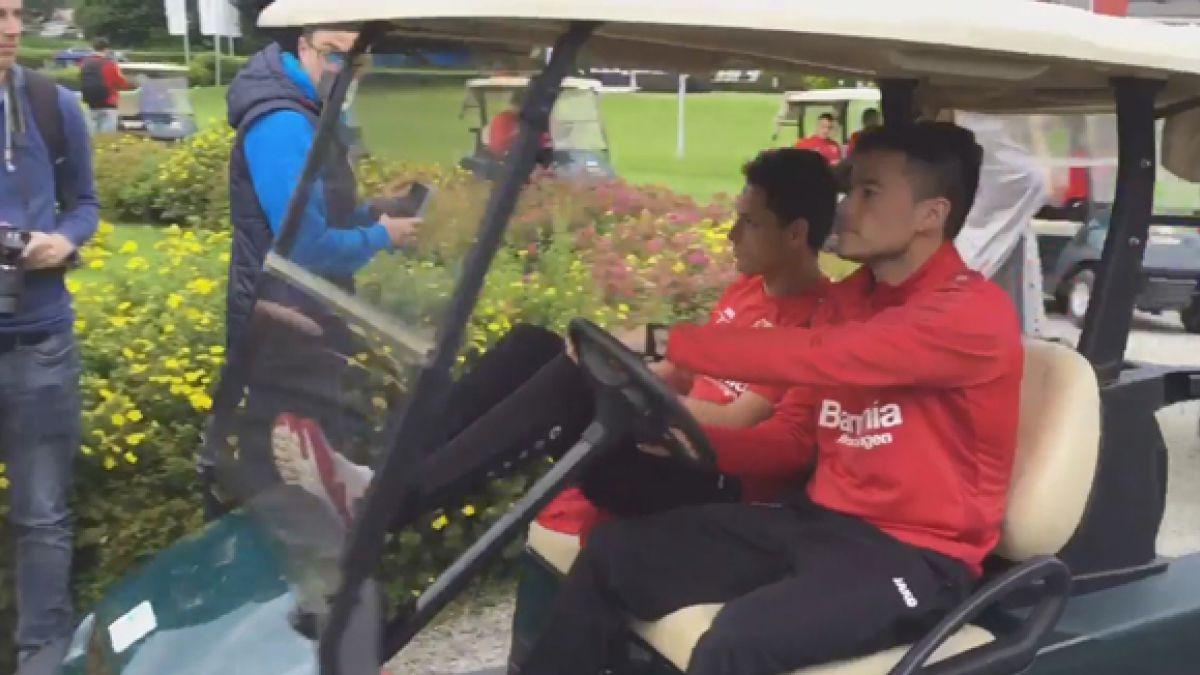 [VIDEO] Lento pero seguro: Charles Aránguiz se divierte con carrito de golf en Bayer Leverkusen