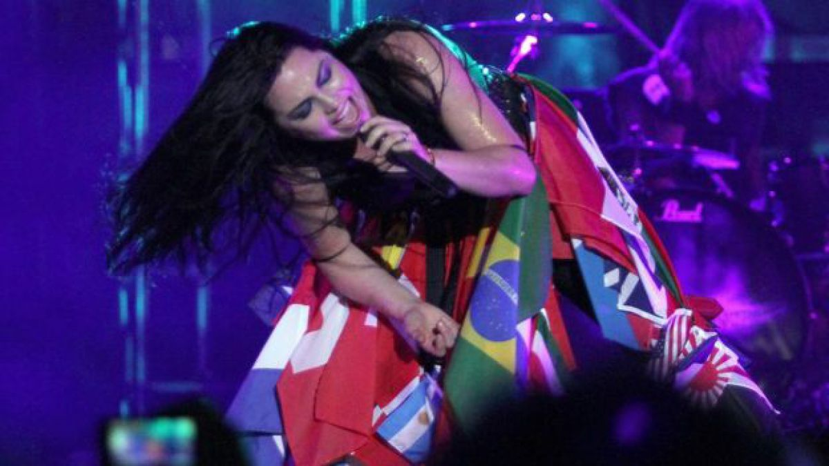Las mujeres también rockean. Amy Lee, la cantante de Evanescence, en pleno concierto en Paraguay.