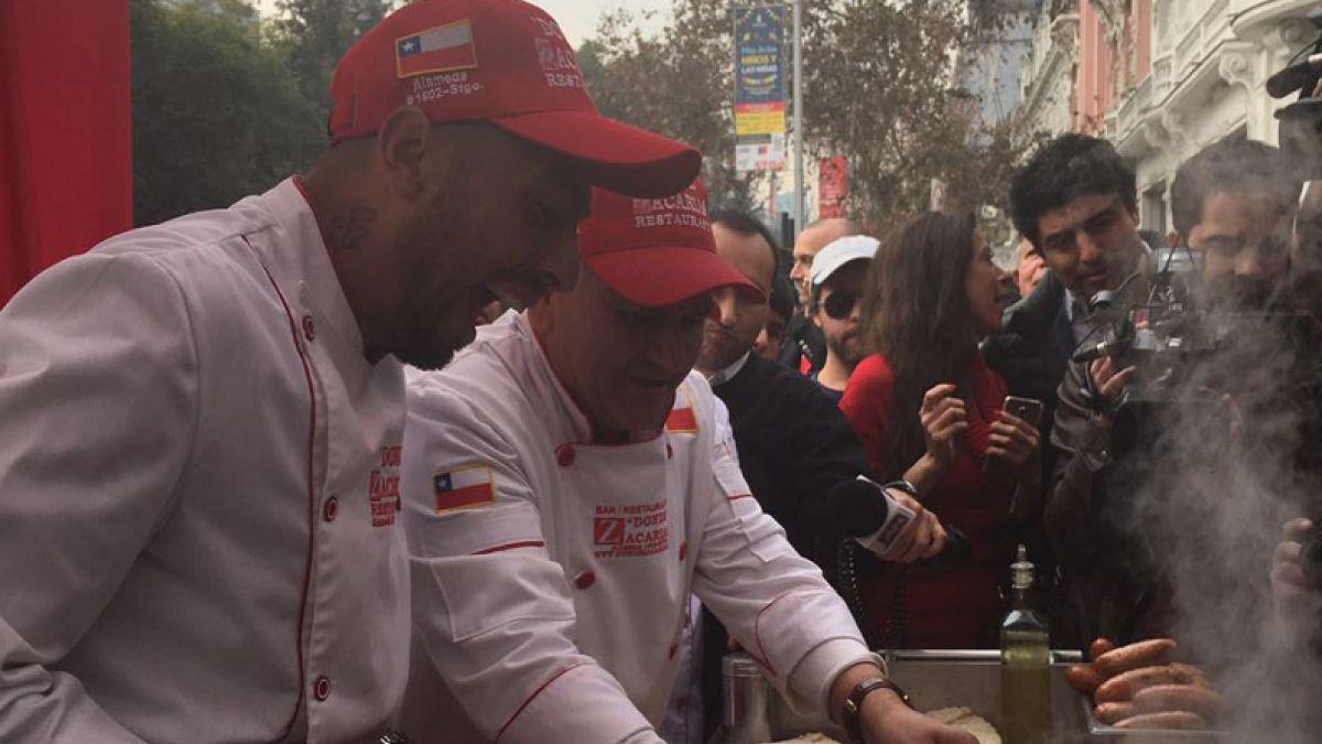 """[VIDEO] Zaguero Gonzalo Jara tiene sándwich en su honor llamado """"Barros Jara"""""""