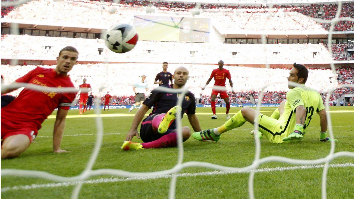 Claudio Bravo retorna al arco de Barcelona en contundente derrota frente al Liverpool