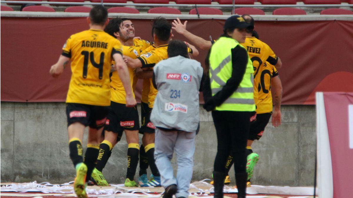 Coquimbo Unido rescata empate en la agonía ante La Serena y sube a la cima de la Primera B