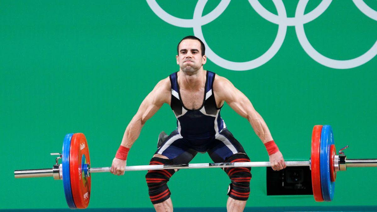 Julio Acosta sube un puesto y se afianza como el mejor pesista chileno en la historia olímpica