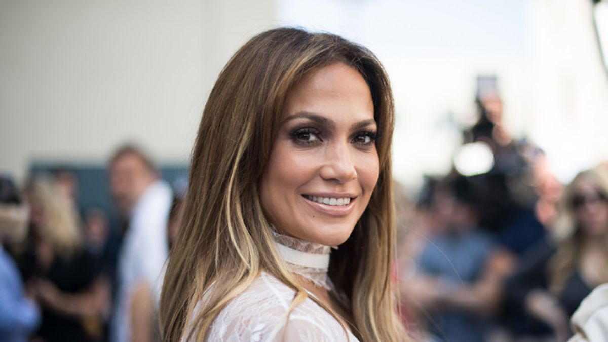 http://static.t13.cl/images/sizes/1200x675/1470702491-jlo.jpg