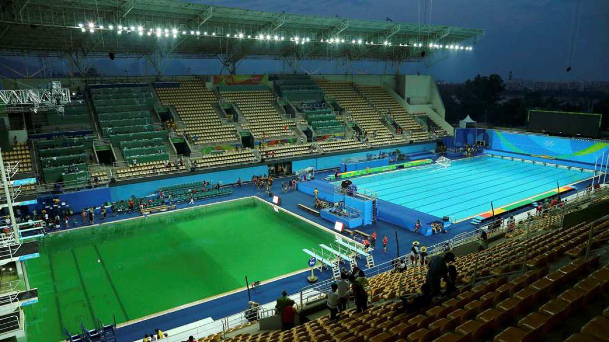 La piscina de clavados se volvió verde de un día para otro.