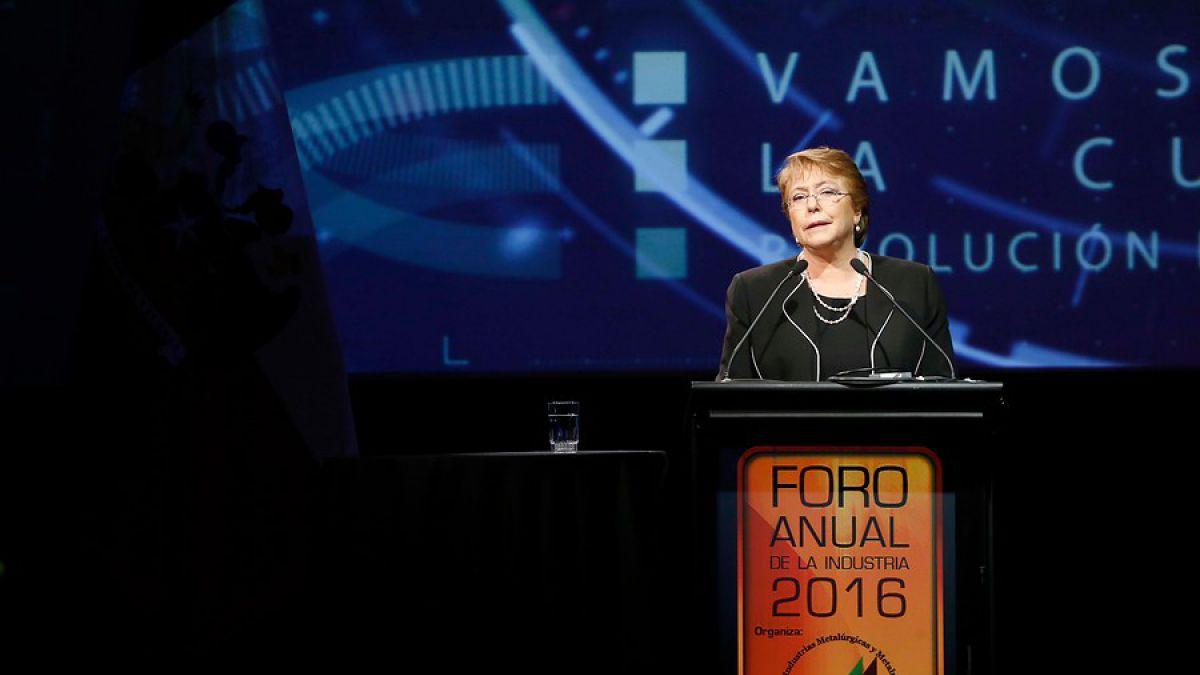 """Bachelet: """"Sin pensiones dignas no es posible demandar un compromiso de los trabajadores"""""""