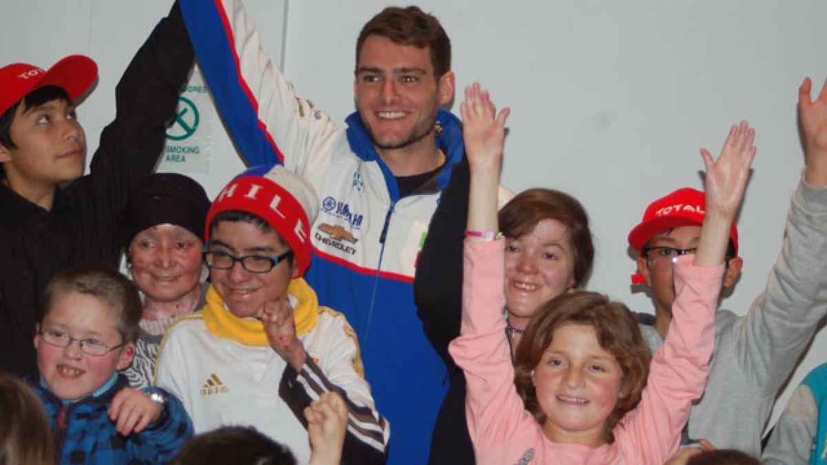 Piloto Ignacio Casale es el nuevo embajador de Fundación para niños Piel de Cristal