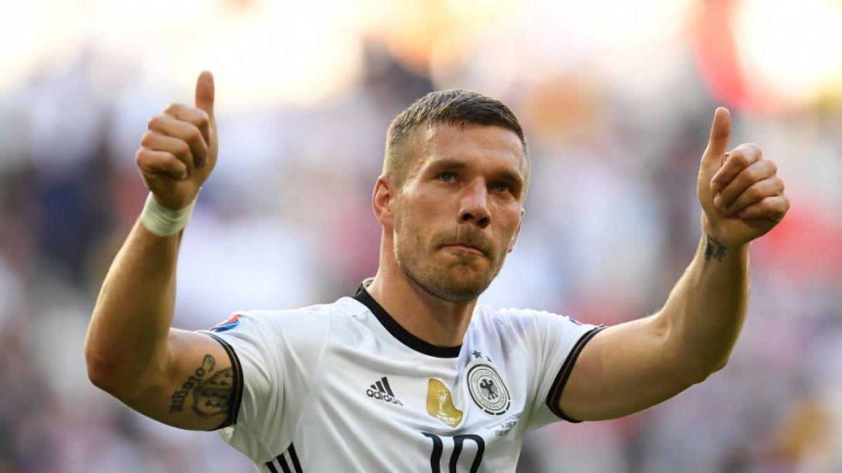 Delantero Lucas Podolski anuncia su retiro de la selección alemana