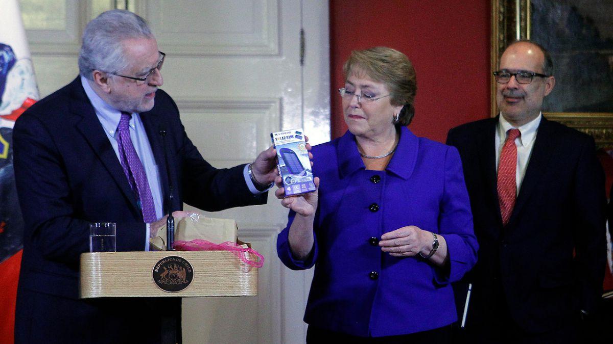 Bachelet: Chile llegará a un 20% de energías no convencionales con nueva licitación eléctrica