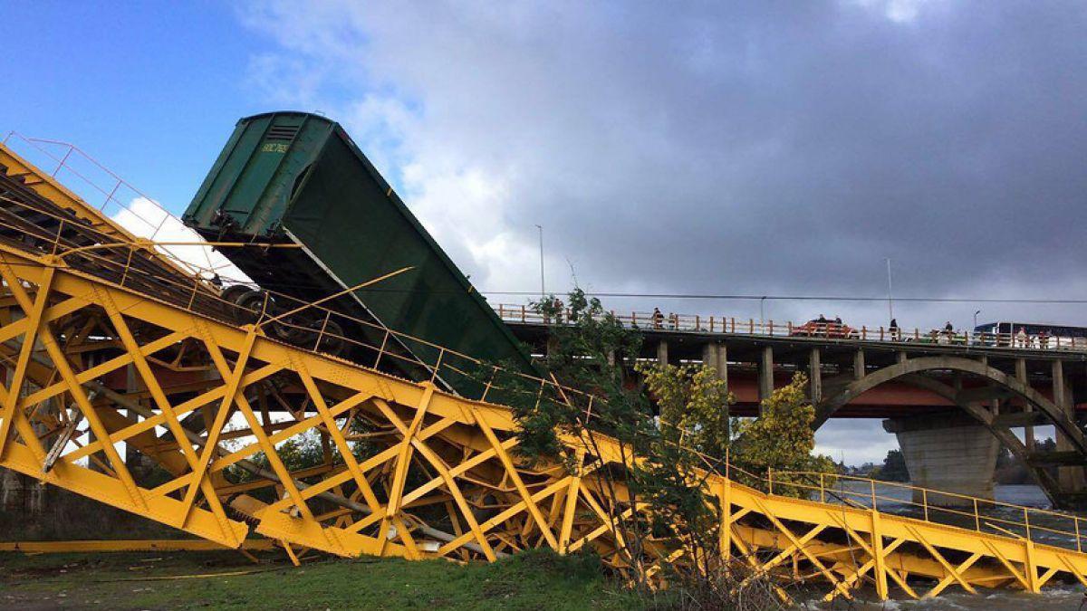 Colapsa puente ferroviario y tren cae al río Toltén — VIDEO] Increíble
