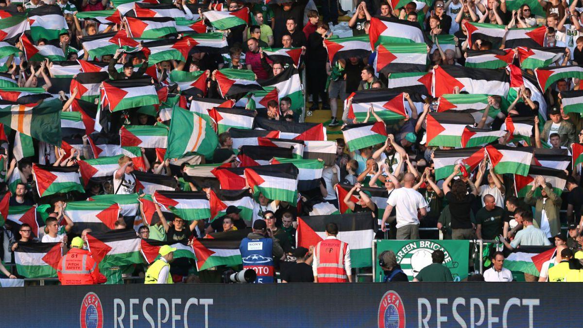 UEFA castigaría a Celtic por hinchas que mostraron banderas de Palestina