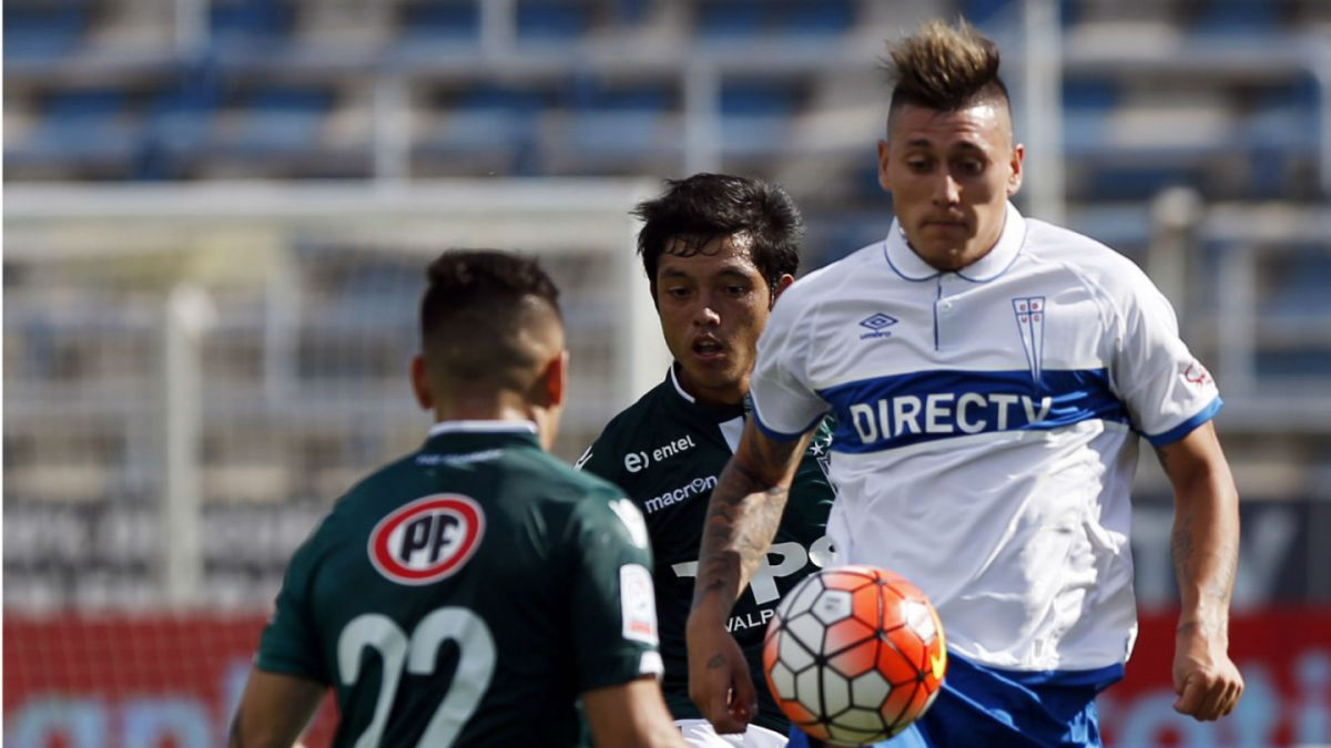 La UC enfrenta a Wanderers con la misión de obtener su primer triunfo en el Apertura