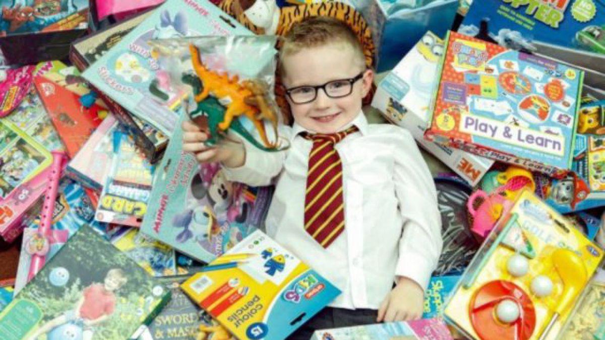 El ni o de 5 a os que don todos sus regalos de su - Cumpleanos para ninos de dos anos ...