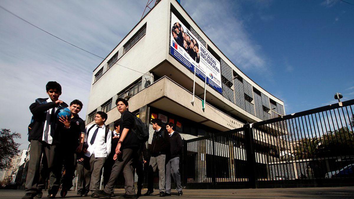 """Manifestación no autorizada: Alumnos se tomaron el Instituto Nacional en rechazo a """"Aula Segura"""""""