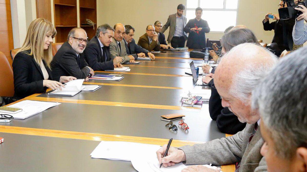 Gobierno y Mesa del Sector Público culminan primera reunión con foco en reforma a pensiones