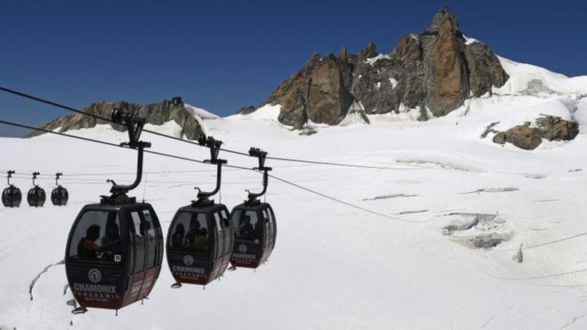 El teleférico lleva a los visitantes en un tour por el Mont Blanc. El incidente dejó a las 60 personas atrapadas a unos 3.800 metros de altitud.
