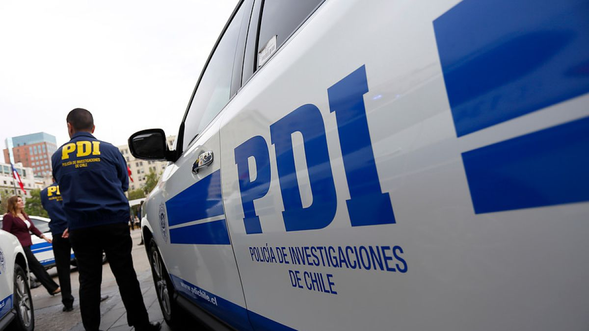 Cerca de cien encapuchados lanzan bombas mólotov a sede de la PDI