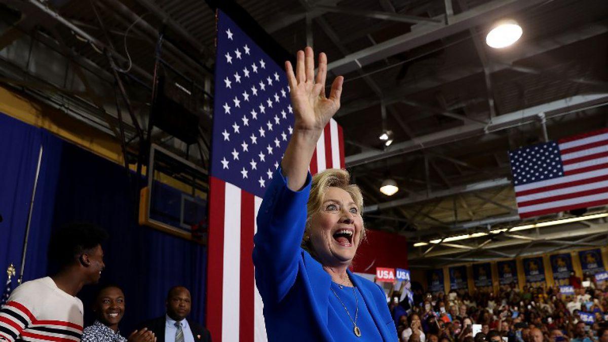 Clinton cancela viaje de campaña a California tras diagnóstico de neumonía