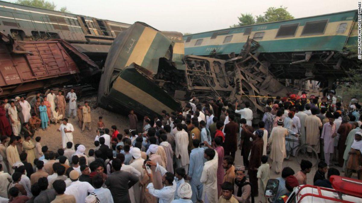 Choque de trenes en Pakistán deja cuatro muertos y centenar de heridos