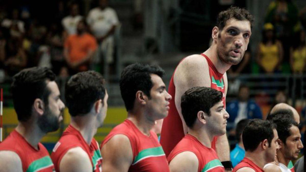 Mehrzadselakjani es el jugador de voleibol sentado y uno de los hombres más  alto del mundo fa27adc2e317c