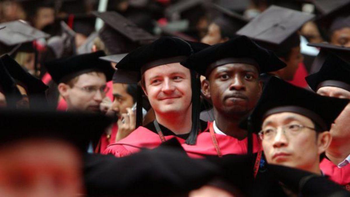 Harvard suspende ingreso a varios alumnos por intercambiar memes racistas