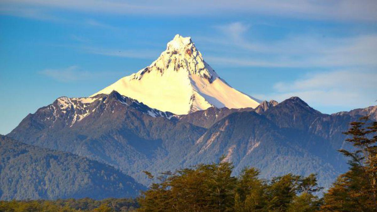 Mueren dos andinistas tras intentar llegar a cumbre volcán chileno Puntiagudo