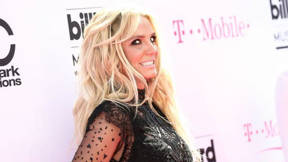Britney Spears canta 'Shake It Off ' de Taylor Swift