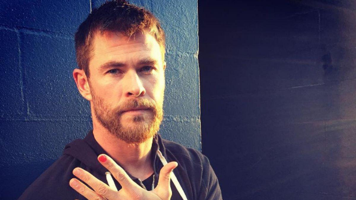Chris Hemsworth se pinta una uña contra el abuso infantil   Tele 13