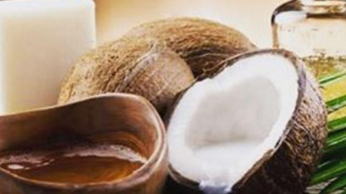 Agua con aceite de coco para adelgazar