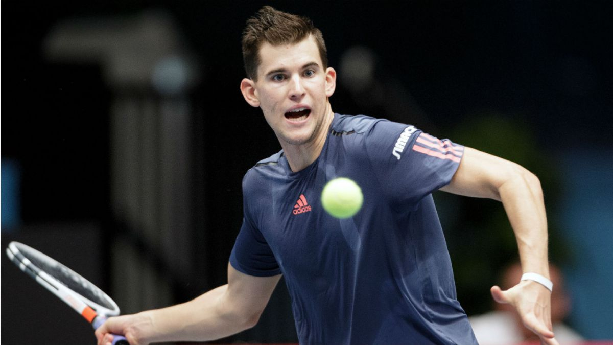 Djokovic accede a octavos en torneo de tenis París-Bercy
