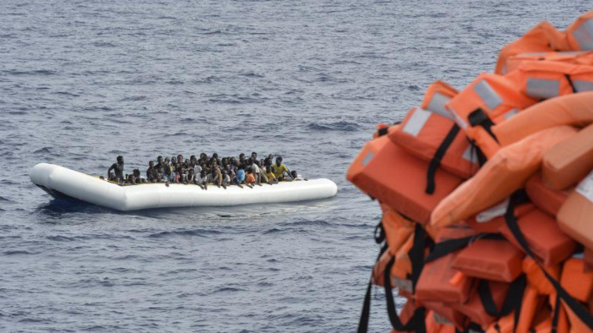 Al menos 9 migrantes muertos y más de 100 desaparecidos en naufragios en el Mediterráneo