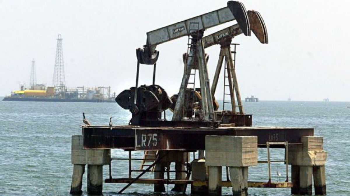 La producción de petróleo en Venezuela ha caído, lo que ha agravado la caída de los precios del crudo.