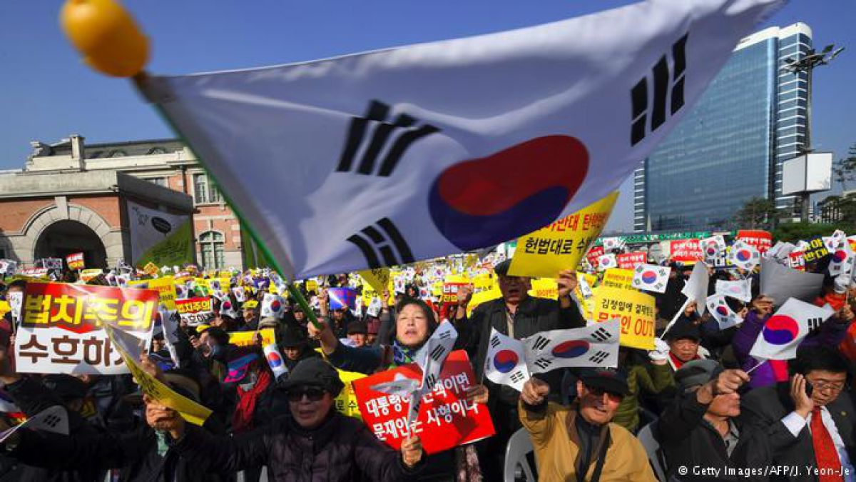 Fiscales surcoreanos creen que presidenta conspiró con amiga